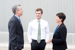 Gruppo felice di affari all'ufficio Immagine Stock