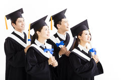 Gruppo felice di graduazione che guarda al futuro Fotografie Stock