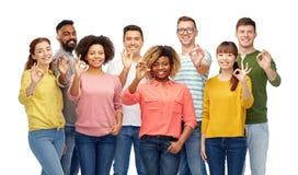 Gruppo internazionale di gente felice che mostra okay Fotografia Stock Libera da Diritti