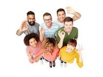 Gruppo internazionale di gente felice che mostra okay Immagine Stock Libera da Diritti