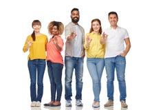 Gruppo internazionale di gente felice che mostra okay Immagini Stock Libere da Diritti