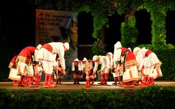Gruppo macedone di ballo nella fase Bulgaria del teatro di estate di Varna Fotografie Stock