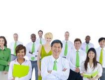 Gruppo multietnico di gente di affari verde fotografie stock libere da diritti