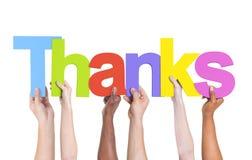 Gruppo multietnico di mani che tengono i ringraziamenti Immagini Stock Libere da Diritti