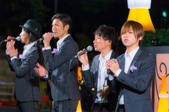 Gruppo permanente di vocals del pesce alla torre di Tokyo Fotografia Stock Libera da Diritti