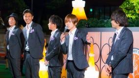 Gruppo permanente di vocals del pesce a Tokyo Fotografia Stock Libera da Diritti