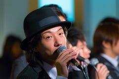 Gruppo permanente di vocals del pesce a Tokyo Fotografie Stock Libere da Diritti