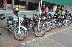 Gruppo reale dei motociclisti di Enfield all'hotel Immagini Stock Libere da Diritti