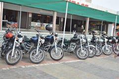 Gruppo reale dei motociclisti di Enfield all'hotel Fotografie Stock