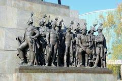 Gruppo scultoreo di generalità russe che hanno combattuto con il millefoglie immagini stock