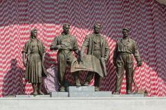 Gruppo scultoreo di periodi sovietici Kiev, Ucraina Fotografia Stock