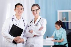 Gruppo sorridente di medici Fotografia Stock Libera da Diritti
