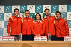 Gruppo spagnolo di tennis che posa per una foto del gruppo Fotografia Stock