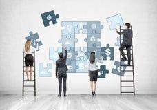 Gruppo sulle scale, puzzle di affari di affari Fotografia Stock Libera da Diritti
