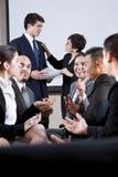 Gruppo vario di persone di affari che conversano Immagini Stock Libere da Diritti