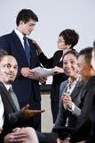 Gruppo vario di persone di affari che conversano Immagine Stock