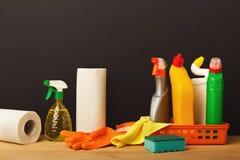 Gruppo variopinto di rifornimenti di pulizia Immagine Stock