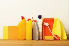 Gruppo variopinto di rifornimenti di pulizia Immagine Stock Libera da Diritti