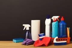 Gruppo variopinto di rifornimenti di pulizia Fotografie Stock