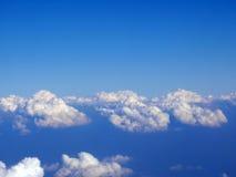 Grupy chmury w widok z lotu ptaka na niebieskim niebie Obraz Stock