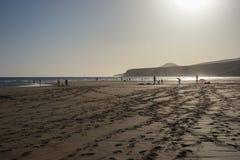 grupy plażowej ludzie spokojnie scenę się Zdjęcie Stock