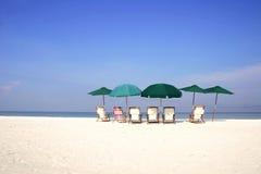 grupy plażowej parasolkę Zdjęcia Royalty Free
