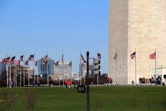 Grupy wycieczkowiczki zbierali blisko wejścia Waszyngtoński pomnik, Waszyngton, DC, 2015 Zdjęcia Royalty Free
