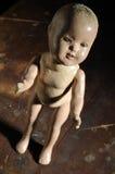 Gruselige antike Puppe Lizenzfreie Stockfotografie