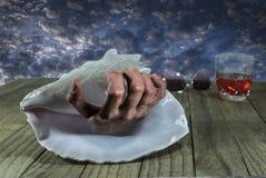 Gruselige Hand in der Muschel Stockfoto