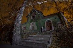 Gruselige Straße in der Nacht Stockbilder