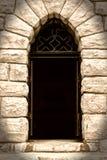 Gruselige Tür im Steinhaus Lizenzfreie Stockfotografie