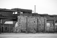 Gruseliges altes Industriegebäude Stockbild