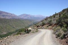Grusväg i berg Royaltyfri Fotografi