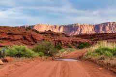 Grusväg i den sydliga Utah öknen Royaltyfri Fotografi