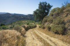 Grusväg i Kalifornien kullar Royaltyfri Bild