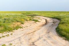 Grusväg i natur Arkivfoton