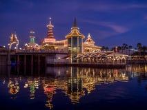 Gruta de Ariels en el embarcadero del paraíso en Disney Foto de archivo