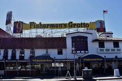 Gruta do ` s dos pescadores o restaurante original do marisco no cais dos fishermans foto de stock royalty free