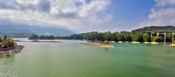 Gruyère de lac dans le canton de Fribourg, Suisse Photographie stock libre de droits