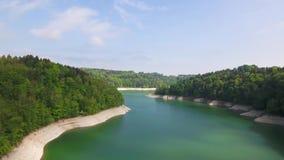 Gruyère de lac dans le canton de Fribourg, Suisse banque de vidéos