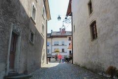 GRUYERES, SUÍÇA - 8 DE SETEMBRO: Vista da rua principal na vila suíça Gruyeres, Suíça Foto de Stock