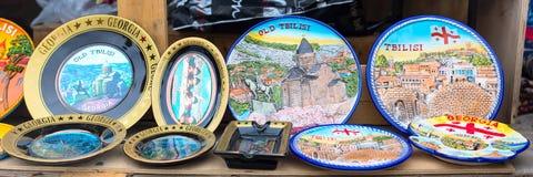 Gruzińscy prezent pamiątki talerze w sklepie Zdjęcia Stock