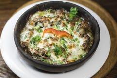 Gruziński naczynia mięso, pieczarki z serem i Obraz Stock