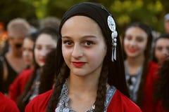 Gruziński tancerz w tradycyjnym kostiumu przy Międzynarodowym folkloru festiwalem dla dzieci i młodości fotografia stock