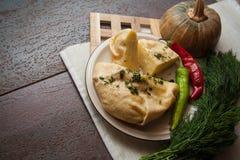 Gruziński serowy ptysiowego ciasta kulebiak Obrazy Stock