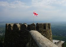 Gruzin flaga na wierza obrazy royalty free