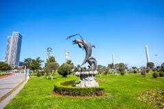 31 03 2018 Gruzja, Dolpin Batumi, - statua w Batumi autonomia Obrazy Royalty Free