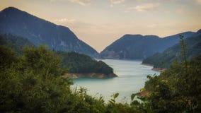 Gruzja, Gruzia, Inguri rzeka przy wschodem słońca zdjęcie stock