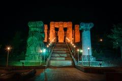 Gruzja, Tbilisi - 05 02 2019 - Schody i imponująco pomnikowe kroniki Gruzja na górze wzgórza Obrzeża miasto fotografia royalty free