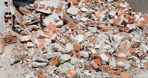 Gruzy i cegły zniszczony dom zdjęcie stock